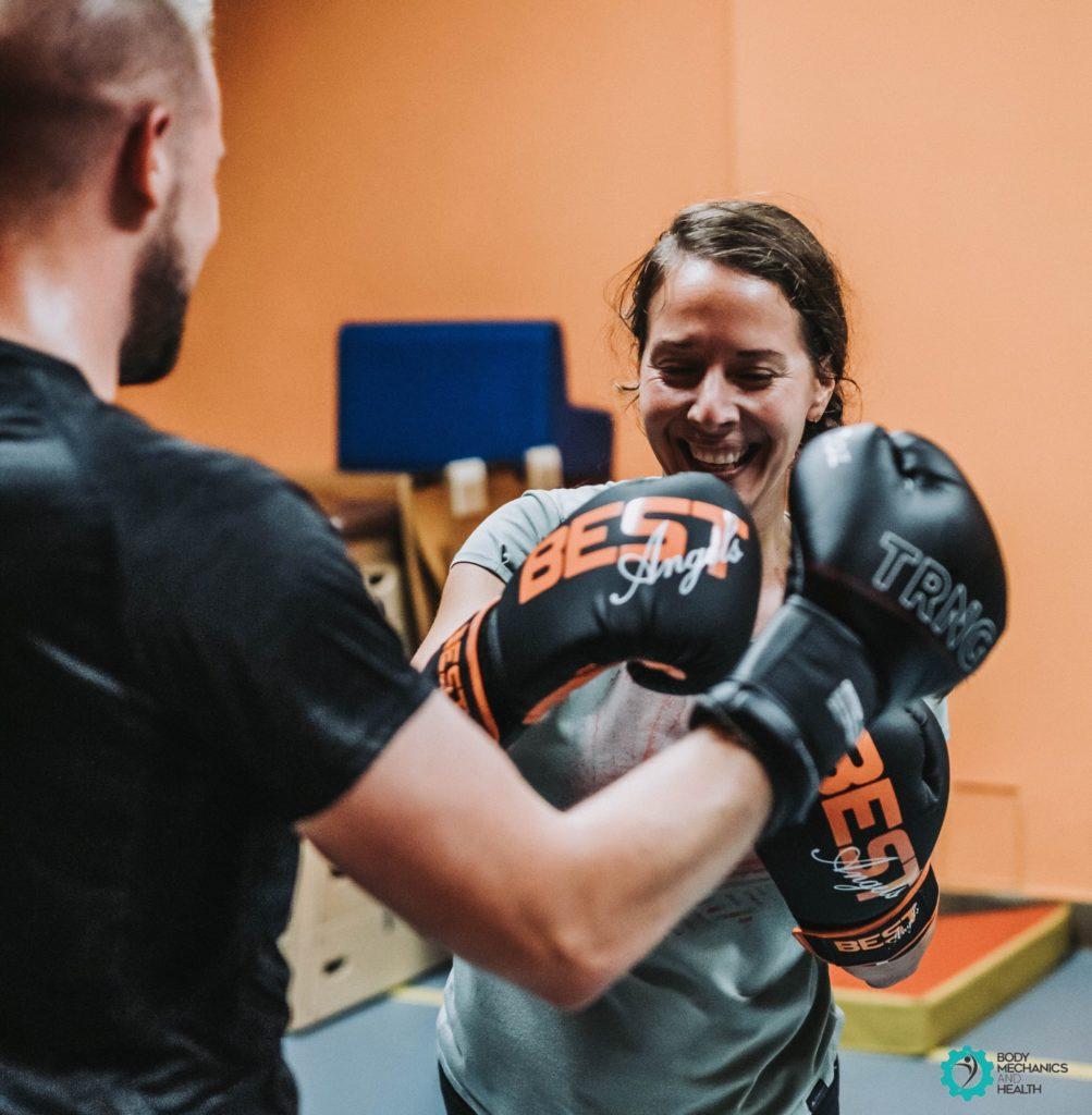 cours collectifs 1003x1024 - Les bienfaits du Fit Boxing